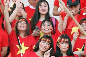 Cổ động viên - tài sản vô giá của giải bóng đá học sinh THPT Hà Nội