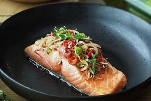 Bí kíp làm món cá hồi nướng ngập mùi thảo mộc