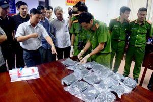 Bắt hai đối tượng vận chuyển 30 nghìn viên ma túy trên tàu hỏa