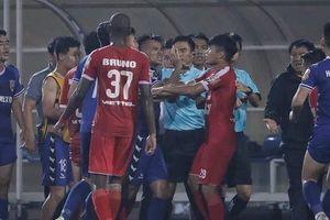 Trọng tài FIFA 'bẻ còi' trận Viettel - B.Bình Dương sẽ bị xử rất nặng