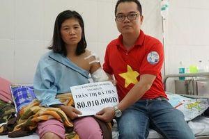 Trao hơn 80 triệu đồng cho cô giáo bị tai nạn mất cánh tay trên đường đi dạy