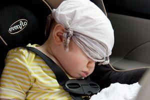 Bé gái 3 tuần tuổi ngưng thở trên ô tô vì sai lầm triệu gia đình cùng mắc