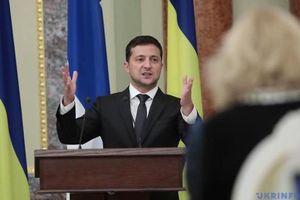 Tổng thống Ukraine Zelensky bị Tổng thống Mỹ thúc ép làm việc khó?