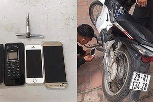 Hà Nội: CSCĐ bắt 2 tên trộm xe máy