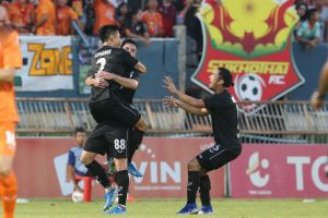 Đặng Văn Lâm rực sáng, Muangthong United thắng nghẹt thở