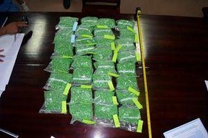 Bắt đôi nam nữ vận chuyển 30.000 viên ma túy trên tàu hỏa