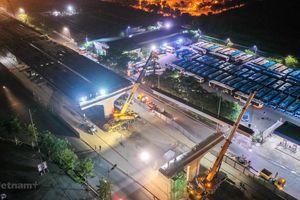 Công nhân trắng đêm lao dầm xây cầu cạn vành đai 3