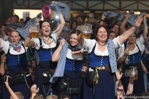 Tưng bừng lễ hội bia Oktoberfest lần thứ 186