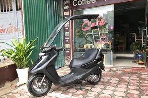 Xe tay ga Honda đi mưa không sợ ướt da tại Hà Nội