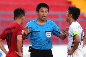 Các trọng tài FIFA 'made in Việt Nam' tự làm luật như thế nào?