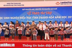 Trao Quỹ Khuyến học, khuyến tài Nguyễn Đan Quế cho học sinh nghèo hiếu học năm học 2019-2020