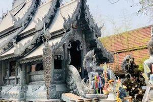 Ngôi đền Thái Lan làm bằng bạc, cấm phụ nữ bước vào