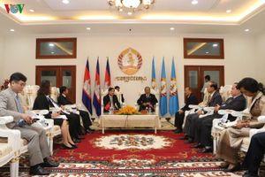 Đoàn Đảng ủy Khối Các cơ quan TW làm việc với Đảng Nhân dân Campuchia
