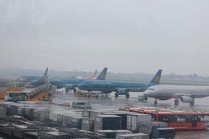 Nhiều chuyến bay bị hủy, lùi giờ cất cánh do bão Tapah