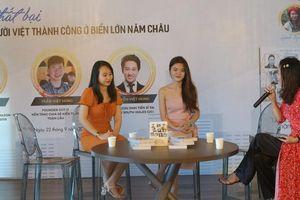 2 nữ tác giả 9x ra mắt sách 'Rạng danh tài trí Việt năm châu'