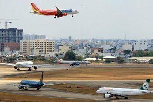 Hàng loạt chuyến bay đi Hàn Quốc chậm, hủy do bão