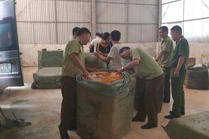 Lạng Sơn: Tạm giữ lô hàng quần áo nghi nhập lậu