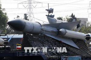 Iran 'khoe' nhiều tên lửa hiện đại tự chế tạo trong lễ diễu binh