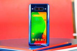 Cận cảnh smartphone 2 màn hình, 3 camera, cấu hình 'siêu khủng', giá hơn 11 triệu