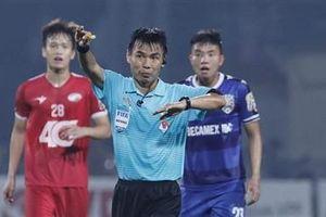 Xấu hổ cho trọng tài đẳng cấp FIFA của Việt Nam!