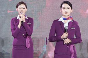 'Cơ trưởng Trung Quốc': Lý Thấm và Trương Thiên Ái đọ sắc trong trang phục tiếp viên hàng không