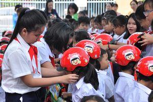 Vận động toàn dân đội mũ bảo hiểm cho trẻ em