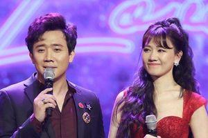 Trấn Thành mang hoa tặng, tiết lộ bản thân tự hào vì Hari Won