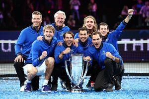 Khoảnh khắc may ra cả năm mới có 1 lần: Federer và Nadal rạng rỡ cùng nhau nâng cúp vô địch thế giới