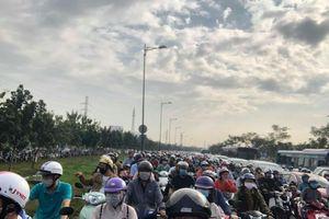 Đường Phạm Văn Đồng kẹt xe nghiêm trọng