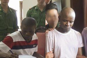 Bắt 2 người Nigeria vận chuyển gần 15 kg ma túy vào Việt Nam