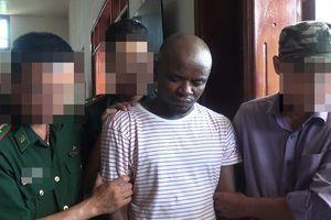 Hai người đàn ông ngoại quốc vận chuyển gần 15 kg ma túy đá