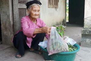 Cụ bà 83 tuổi đạp xe lên UBND xã xin thoát nghèo