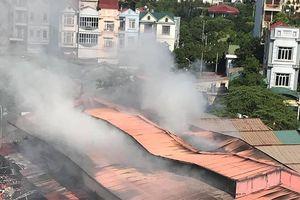 Hà Nội: Cháy chợ Tó, khu ki-ốt nghìn m2 giữa chợ bị thiêu rụi