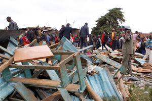 Phòng học đổ sập lúc sáng sớm, 64 học sinh thương vong