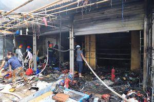 Hà Nội: Cháy lớn ở chợ Tó (Đông Anh), người dân hoảng loạn