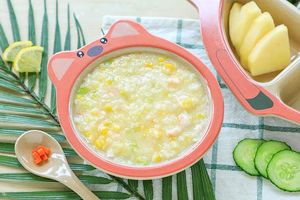 Buổi sáng mẹ làm món súp tôm ngô giúp bé ăn ngon, hứng khởi chào tuần mới