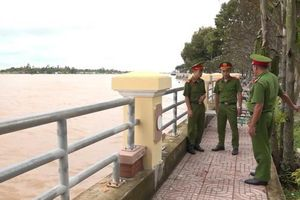 3 chiến sĩ công an cứu người phụ nữ tự vẫn