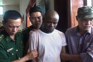 Triệt phá đường dây vận chuyển gần 15kg ma túy, bắt 2 đối tượng người châu Phi