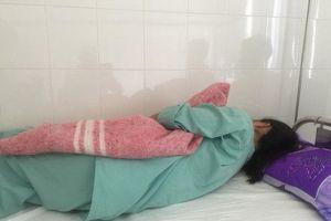 Gã bác sĩ côn đồ xin nghỉ việc sau nghi án đánh đập dã man cô gái xinh đẹp ở Huế