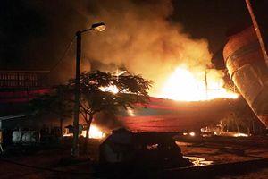 Thanh Hóa: Tàu cá phát nổ, 8 ngư dân thương vong