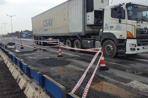 Vá tạm hư hỏng trên cao tốc Đà Nẵng-Quảng Ngãi