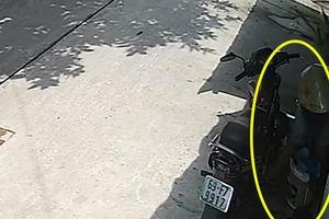 Bất ngờ bị ném 'bom bẩn' vào nhà sau khi lắp camera an ninh
