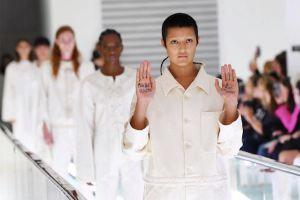 Gucci gây tranh cãi khi người mẫu hóa thân thành bệnh nhân tâm thần