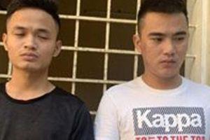 Đòi nợ thuê không được, 2 thanh niên ném mắm tôm vào tiệm quần áo
