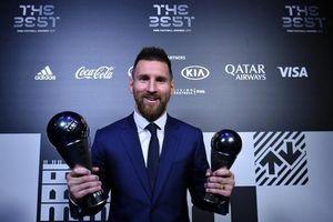Vượt mặt Cristiano Ronaldo, siêu sao Lionel Messi giành giải thưởng Cầu thủ xuất sắc nhất năm