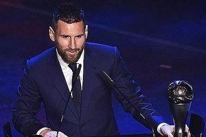 Vượt qua C.Ronaldo, Messi giành giải Cầu thủ xuất sắc nhất năm của FIFA