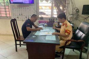 Hà Nội: Tước giấy phép lái xe cố tình 'chặn' xe cứu hỏa đang trên đường làm nhiệm vụ
