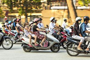 Xe gắn máy không được chạy quá 40km/h, hiểu thế nào cho đúng?