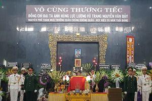 Đồng đội, thân hữu và người dân đến viếng Anh hùng Nguyễn Văn Bảy