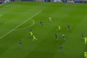 CĐV Barca vỗ tay cho cầu thủ ghi bàn vào lưới Ter Stegen